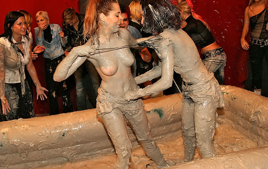 allwam-babes-undressing-each-other