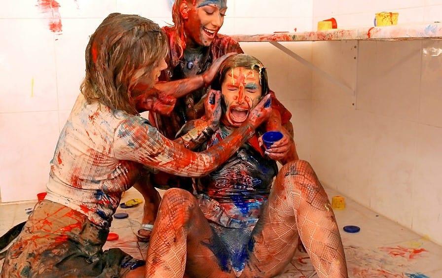 allwam-finger-painting-babes