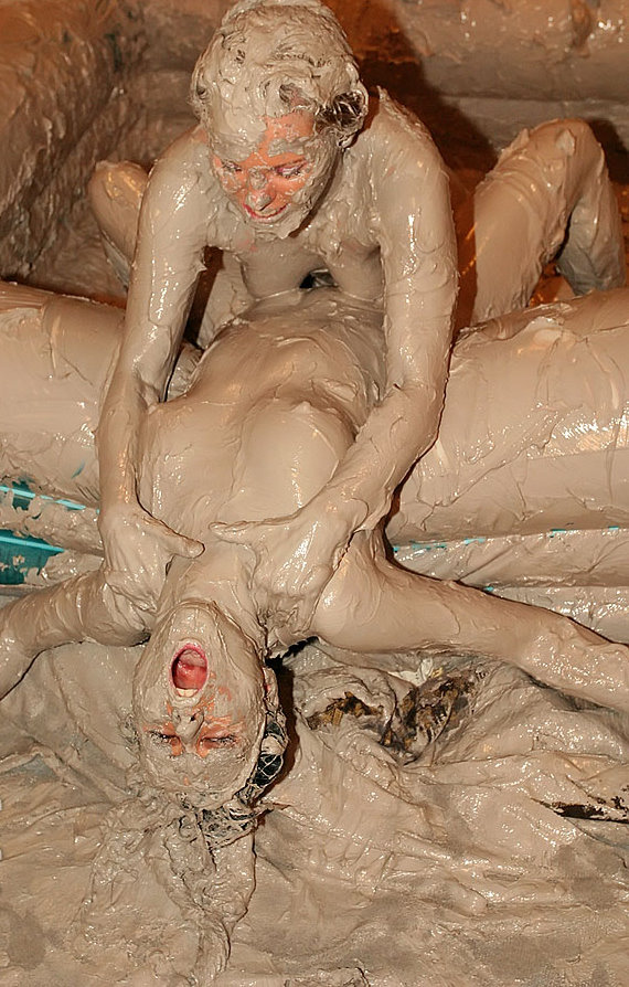 allwam-naked-in-the-mud