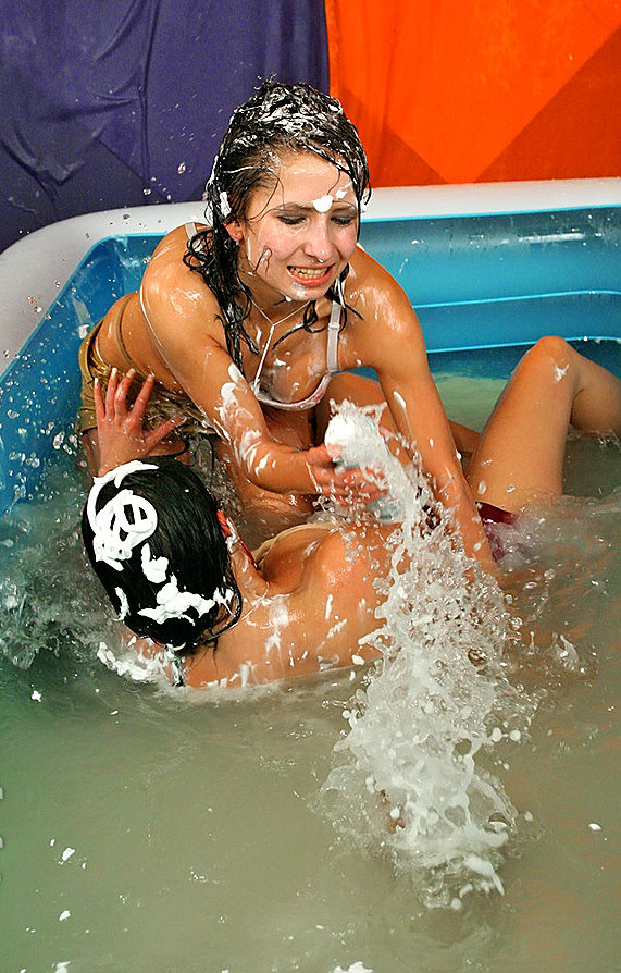 allwam-wrestling-in-water