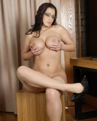aria-giovanni-playing-with-her-boobs