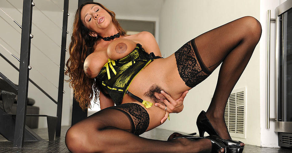 ariella-ferrera-sexy-lingerie