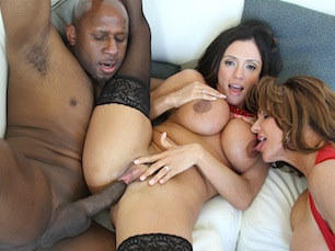 ariella-ferrera-threesome
