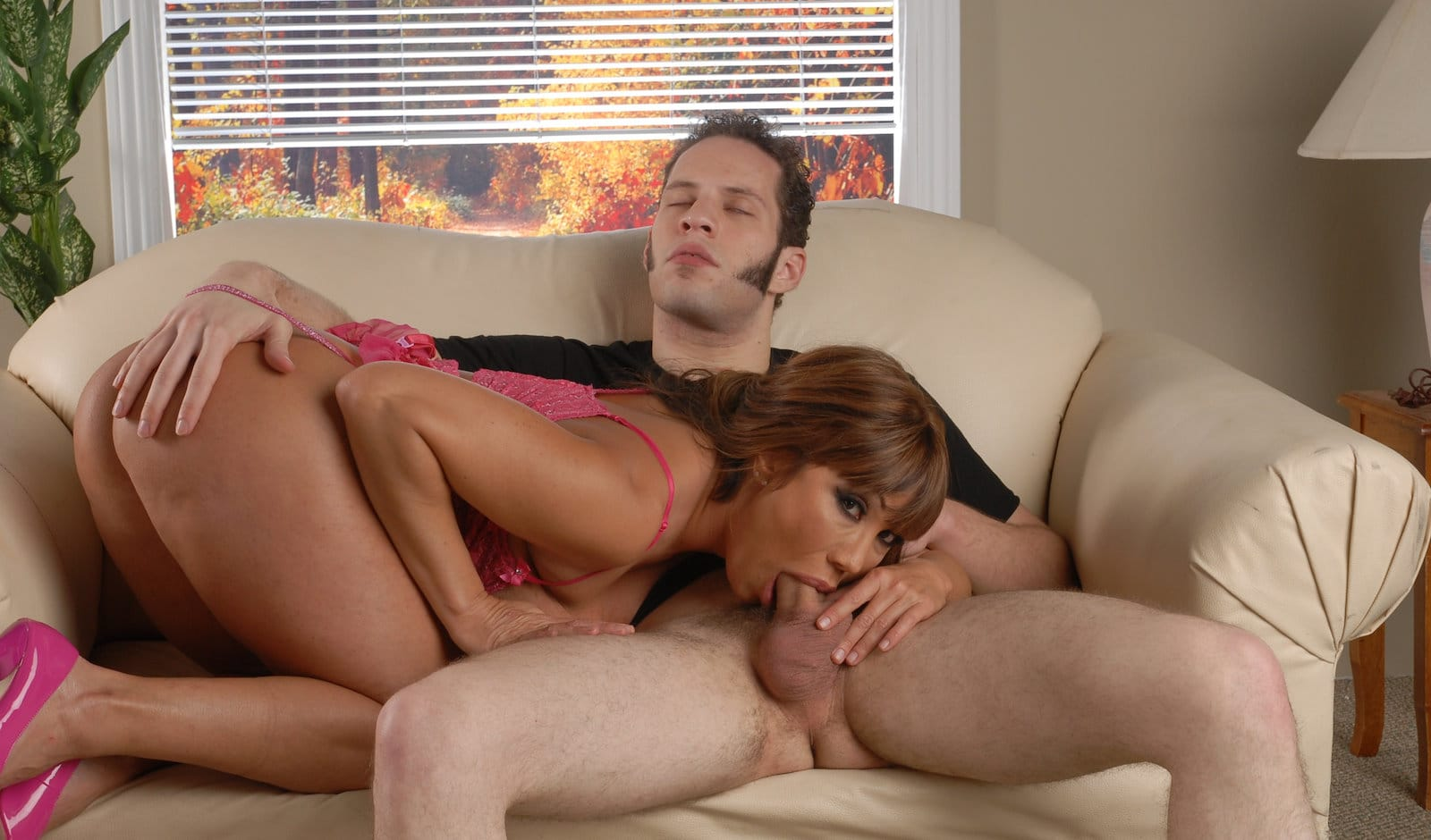 ava-devine-sucking-a-big-cock