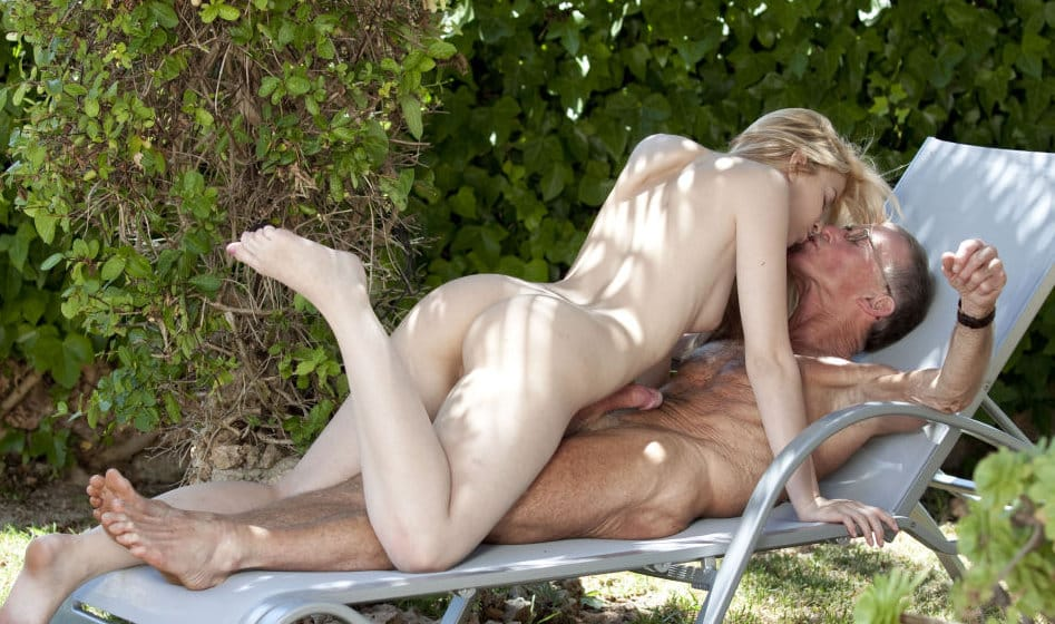 beauty-and-the-senior-gorgeous-blonde-fucks-old-man