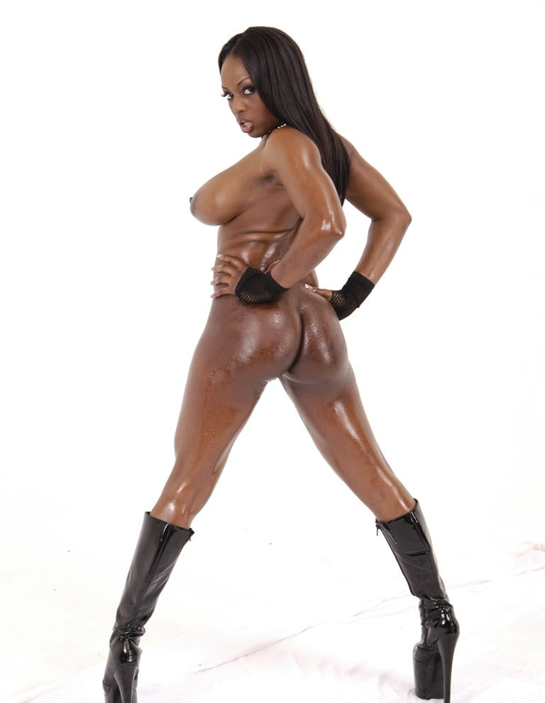 big-wet-asses-ebony-model-in-sexy-leather-boots