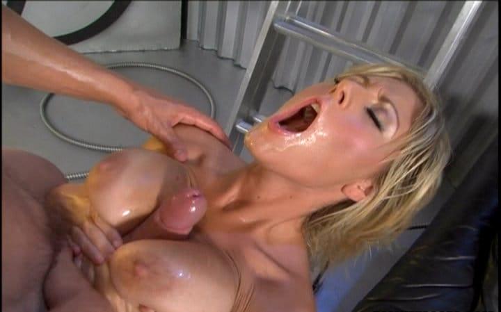 big-wet-asses-velicity-von-gets-her-tits-fucked