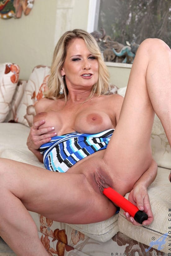 bridgett-lee-dildo-fucking