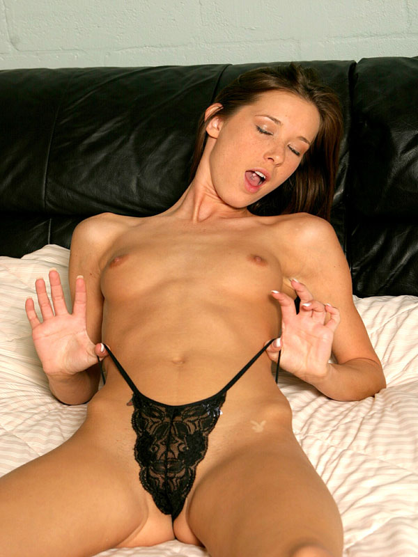brookeskye-revealing-her-amazing-curves