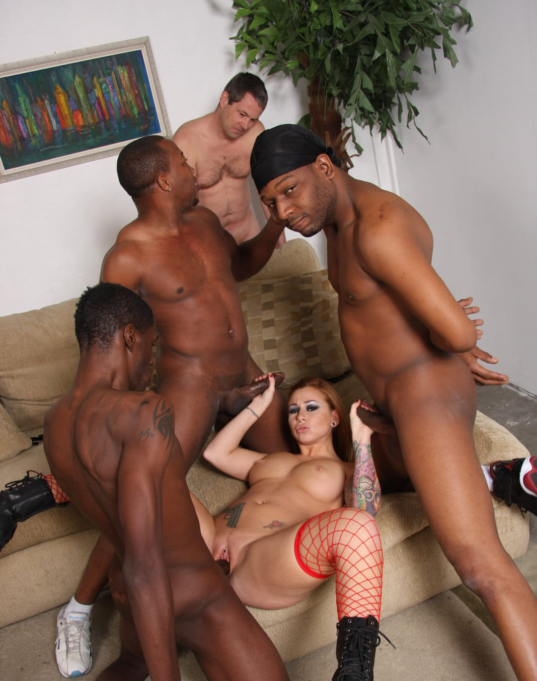 cuckold-sessions-scarlett-pain-loves-black-cocks