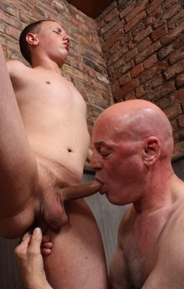 daddystrokes-serving-a-young-hunk