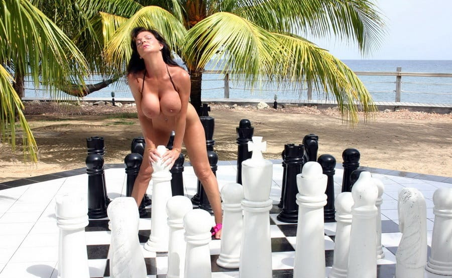 deauxma-chess-board