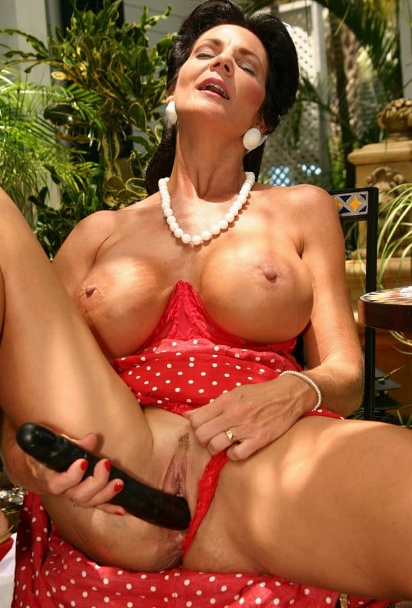 deauxma-toy-shopping