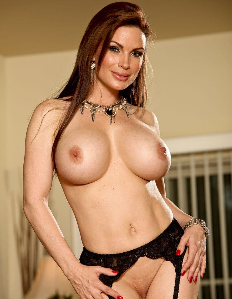 diamond-foxxx-and-her-delicious-curves