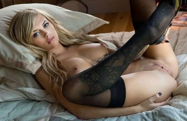 digital-desire-emma-mae-spreading-her-legs