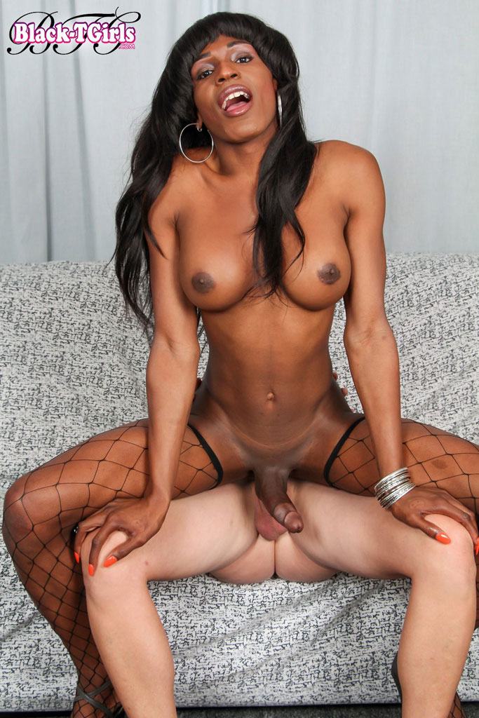 ebony-shemale-serena-woods-at-black-tgirls-sex