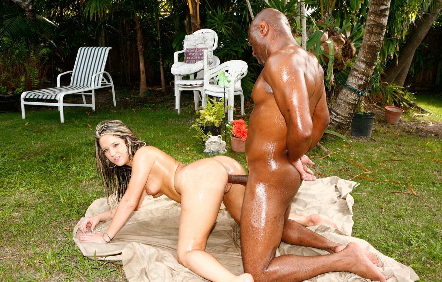 filthfreaks-nikkie-vixon-interracial-freak