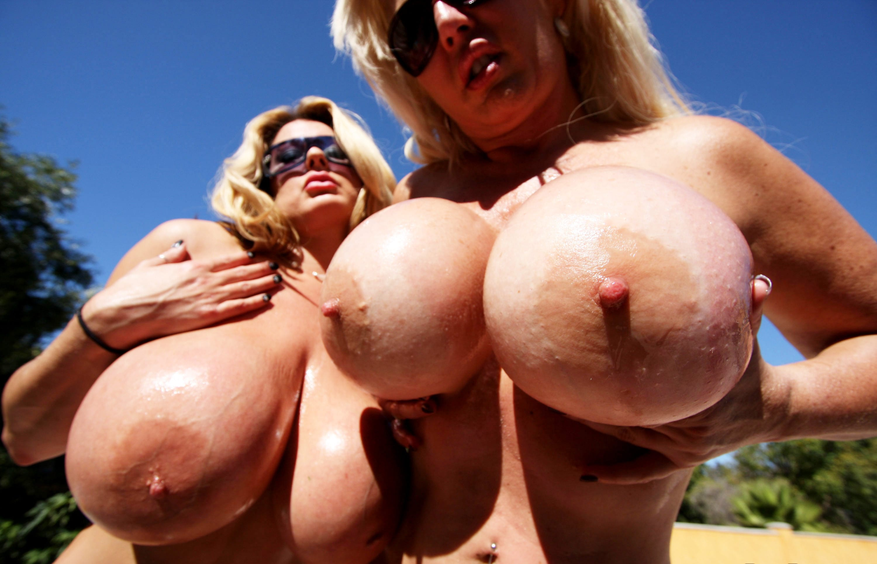 freaks-of-boobs-summer-kayla-large-tits