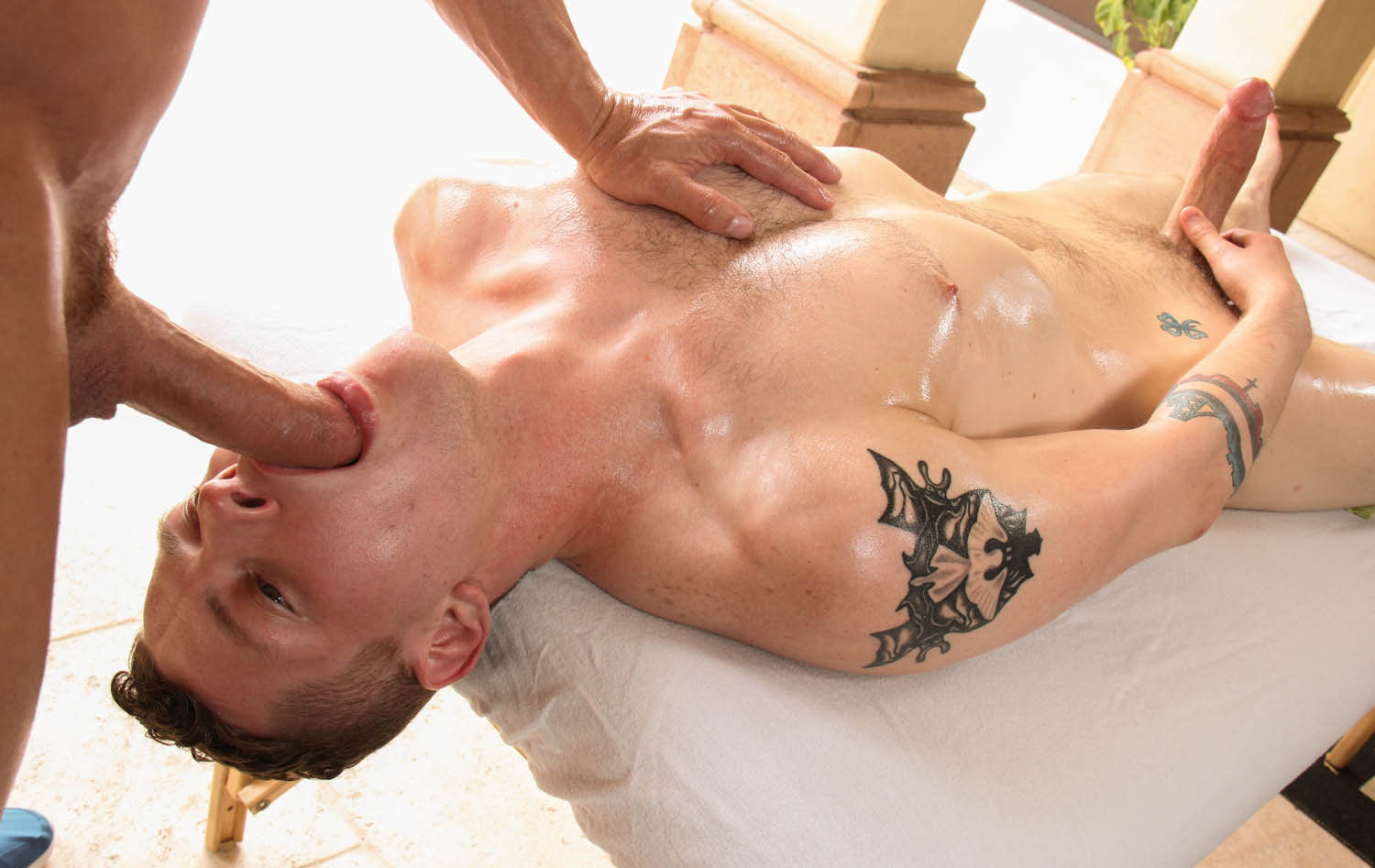 gayroom-massage-table-face-fuck