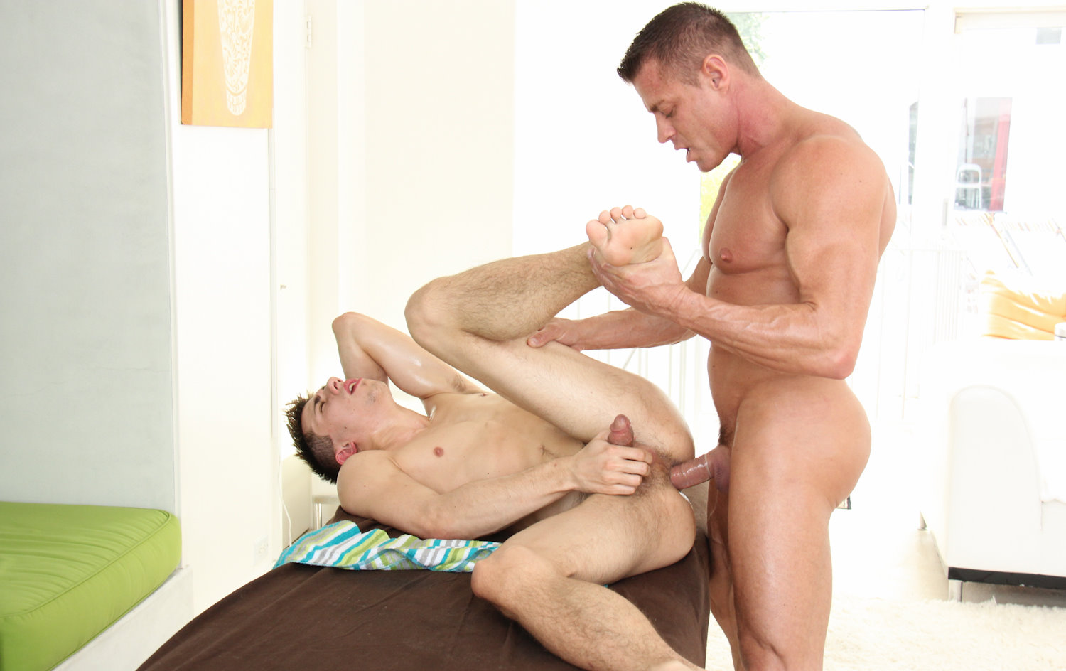 gayroom-shane-fucks-after-massage