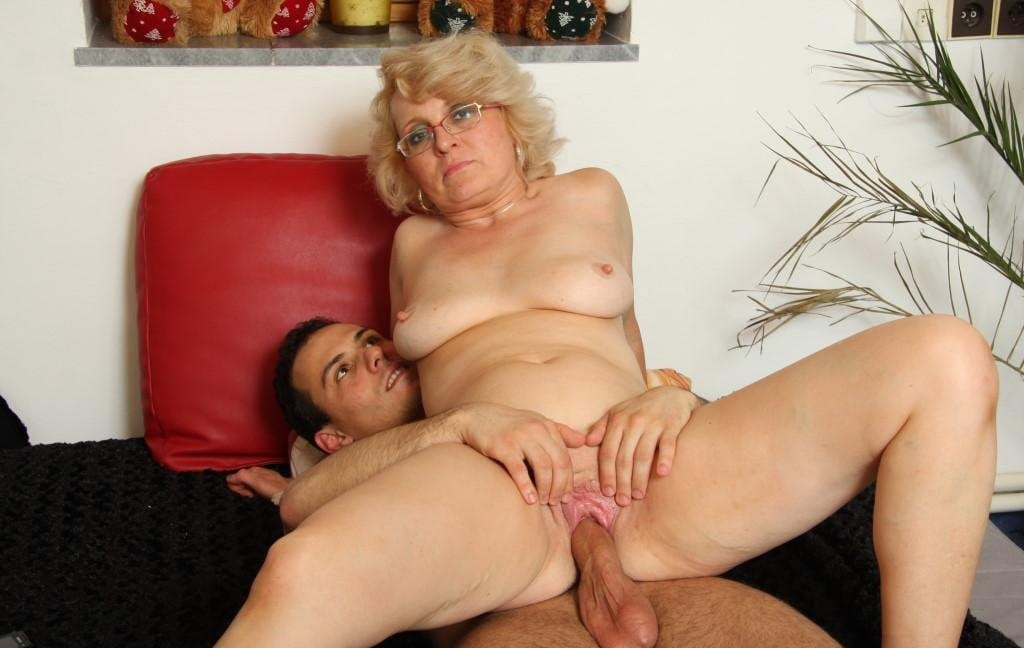 granny-bet-whore-getting-fucked