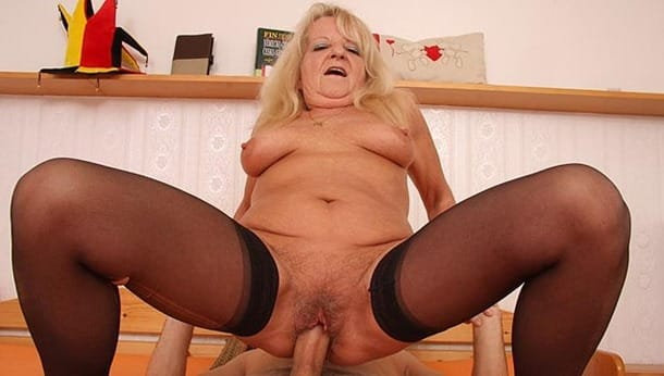 grannybet-she-is-on-top