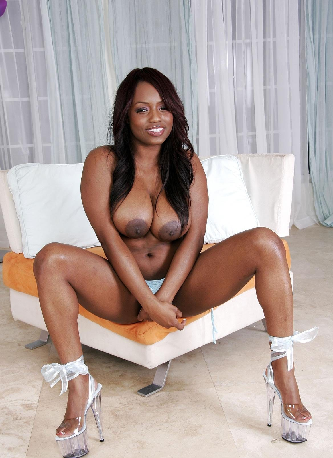 hardx-jada-fire-exposing-her-superb-body