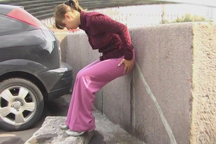 hd-wetting-embarrased-babe-peeing-in-her-pants