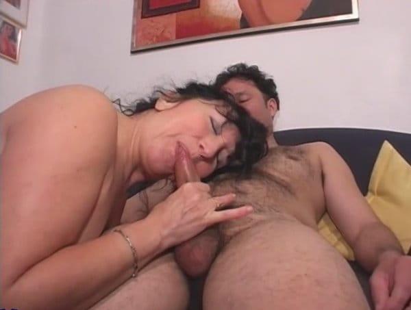 horny-retro-mature-housewife