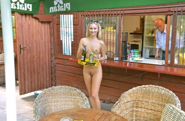 karolina-working-nude-in-public