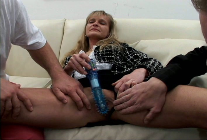 kinky-mature-women-toying-her-pussy