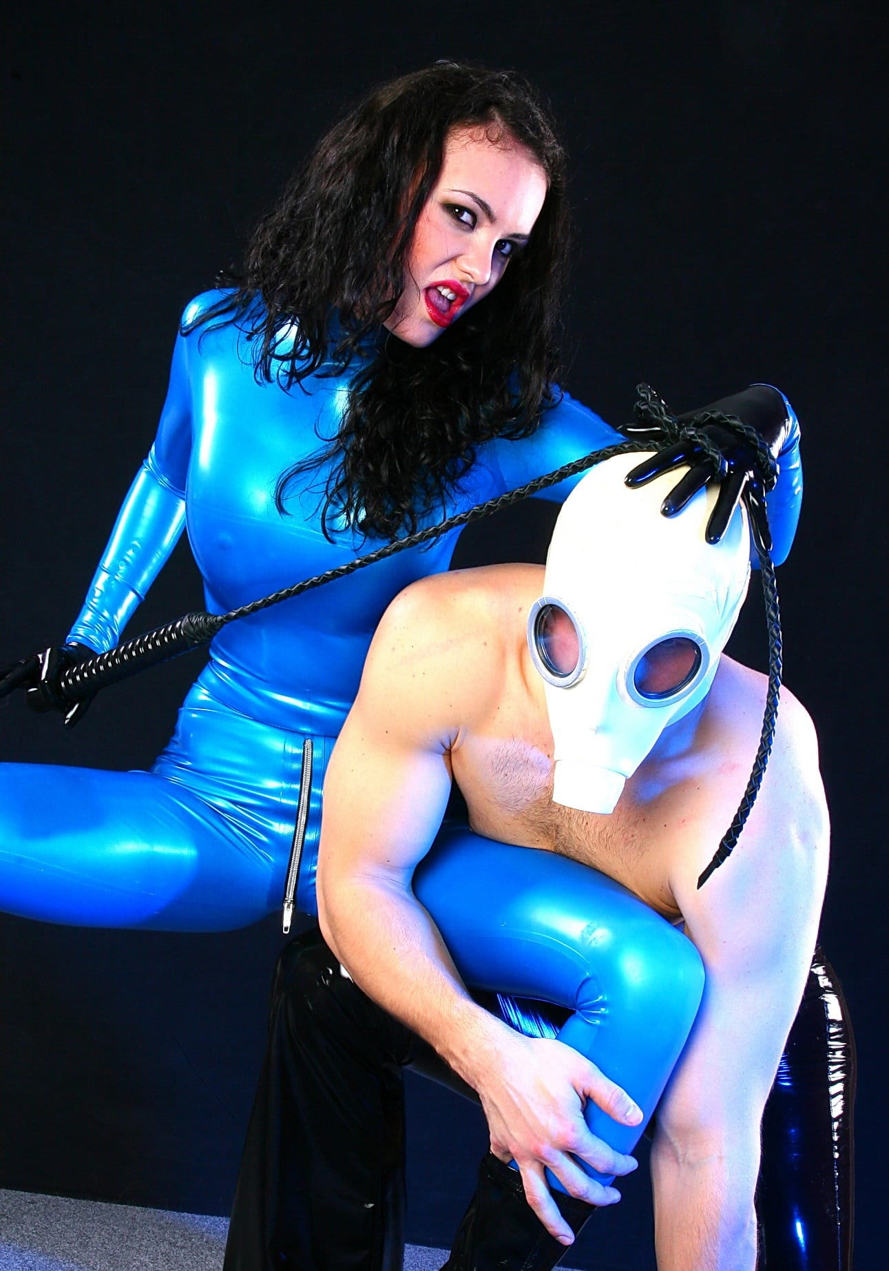latex-heaven-blue-latex-dominatrix