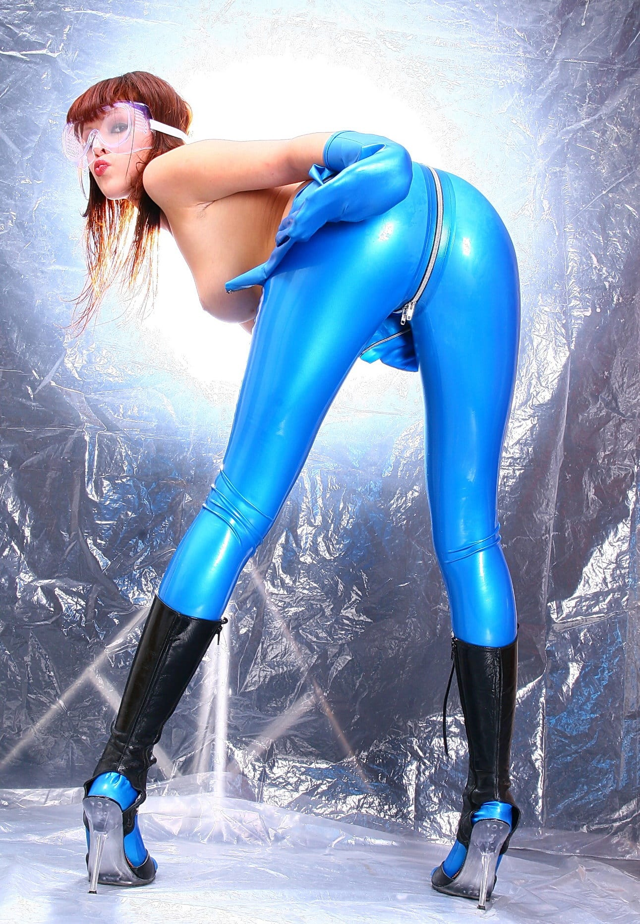 latex-heaven-model-with-sexy-ass