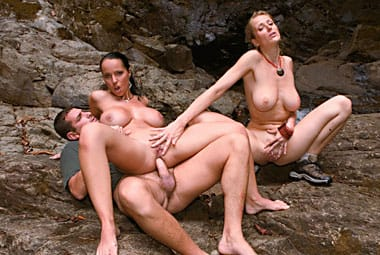 laura-lion-outdoor-fucking-private