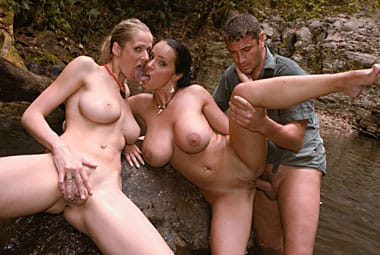 laura-lion-outdoor-private
