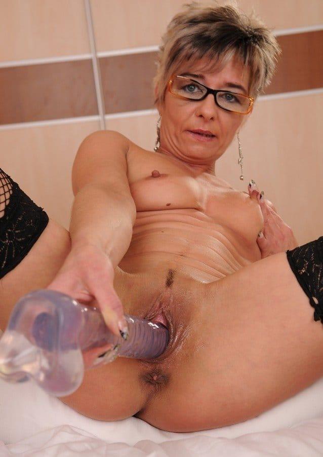 lusty-grandmas-sexy-mature-jessye-dildoing-her-pussy
