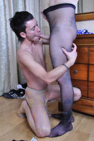 men-in-pantyhose-sucking