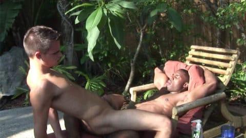 mixitupboy-riding-black-cock-video