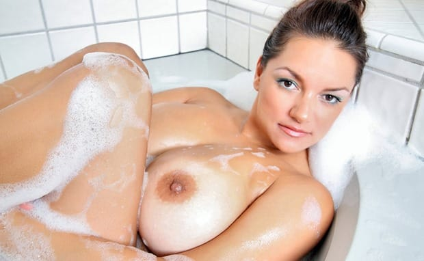 monica-mendez-hot-bath