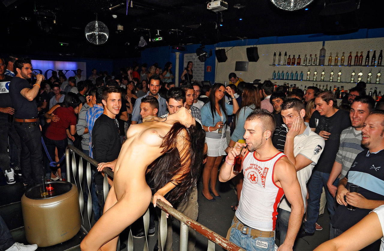 naked-in-public-andrea-teasing-in-the-club