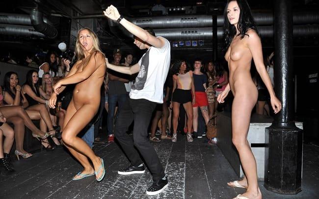 naked-public