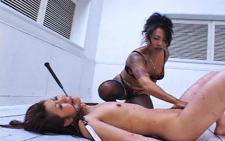 naughty-japanese-femdom-mistress-in-action