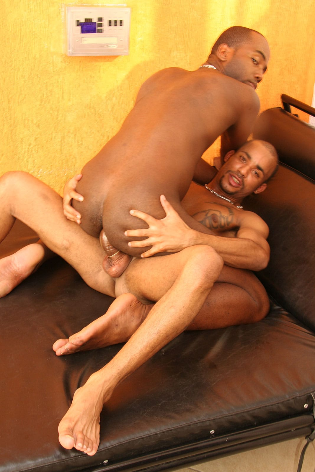nextdoorbuddies-black-guy-riding-a-cock