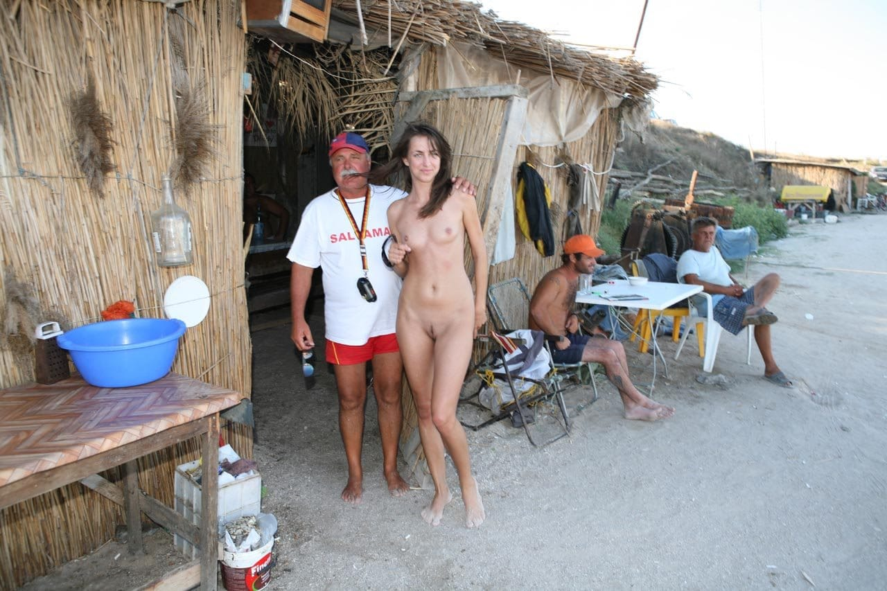 nude-in-public-aneta-a.-topless