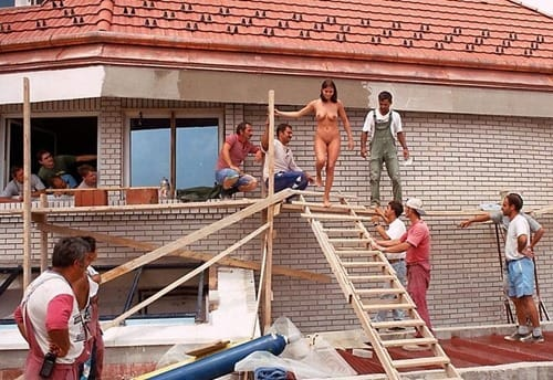 nude-in-public-babe-entertaining-the-construction-workers