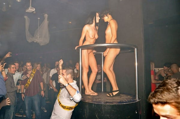 nude-in-public-babes-in-the-club
