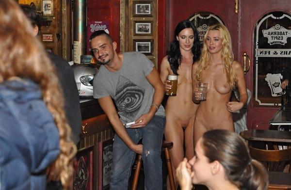 nude-women-in-public