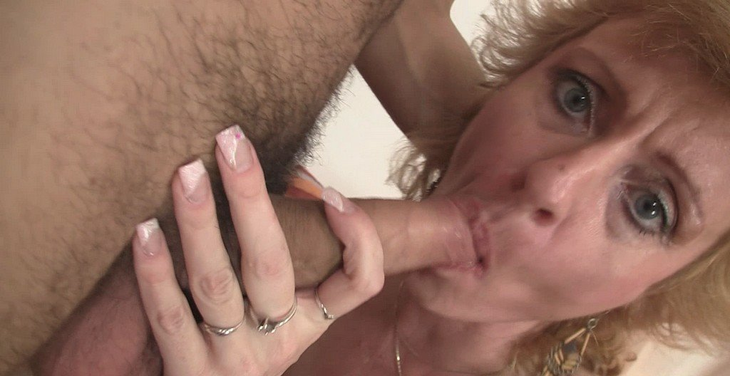 old-grannybet-blowjob