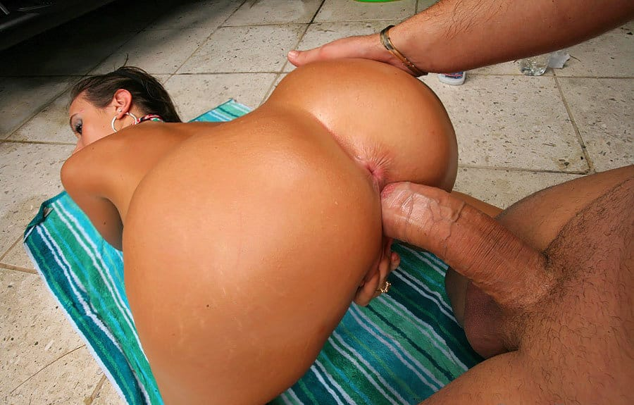onion-booty-milf-gets-nailed