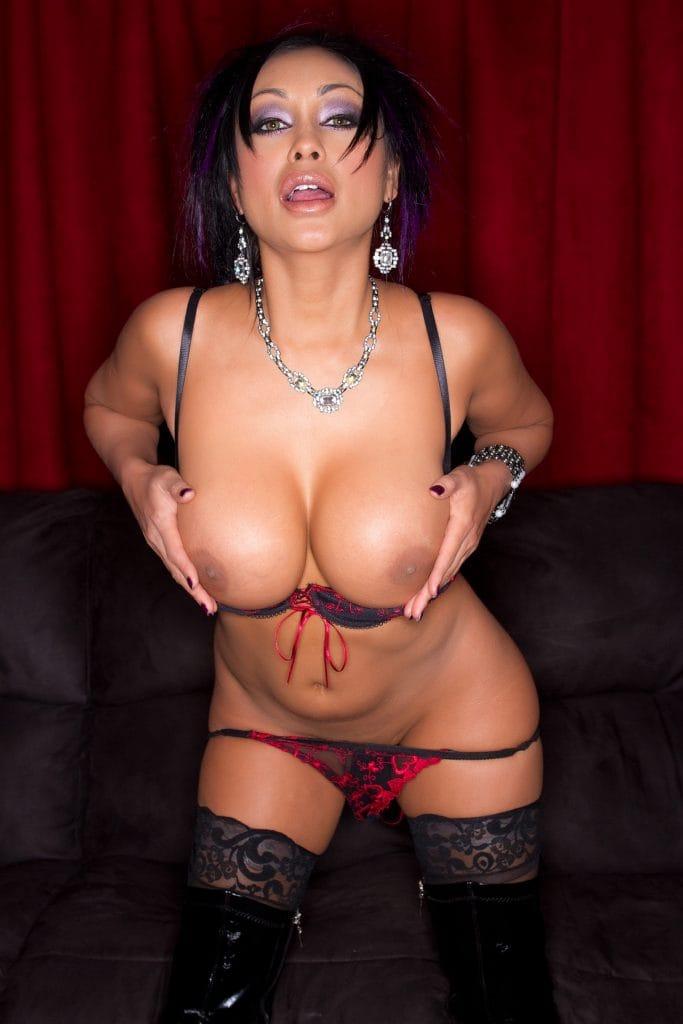 priya-anjali-rai-topless-683x1024